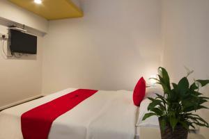 A bed or beds in a room at RedDoorz Hostel @ Kallang MRT (SG Clean)