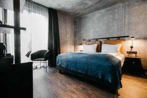 A bed or beds in a room at Exeter Hotel by Keahotels