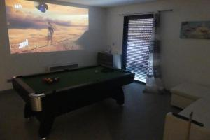 A pool table at Agen Loft Zen