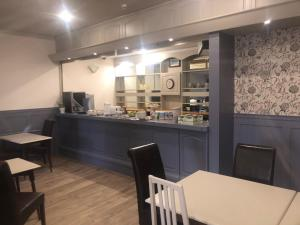 A restaurant or other place to eat at Aberdour Guest House