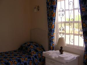 A bed or beds in a room at Plover Court Apartments