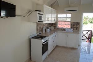 A kitchen or kitchenette at Plover Court Apartments