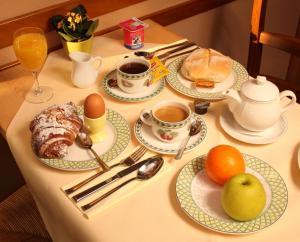 Frühstücksoptionen für Gäste der Unterkunft Hotel Sieweburen