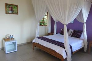 A bed or beds in a room at Golo Hilltop Hotel & Restaurant