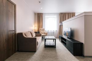 A seating area at Park Hotel Burduguz