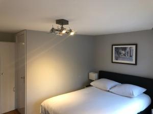 Un ou plusieurs lits dans un hébergement de l'établissement Bridge Inn