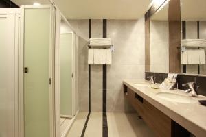 A bathroom at Fullon Hotel LihPao Resort