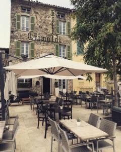 A restaurant or other place to eat at Hôtel Grimaldi