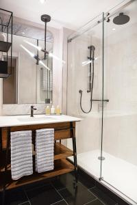 A bathroom at Bankside Hotel, Autograph Collection