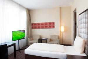 A bed or beds in a room at Mercure München Ost-Messe
