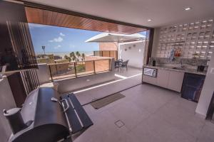 A kitchen or kitchenette at Luxor Cabo Branco Home Service