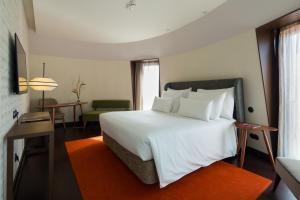 A bed or beds in a room at Pestana Porto - A Brasileira, City Center & Heritage Building