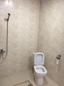 A bathroom at 888