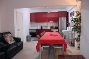 A kitchen or kitchenette at casa de pedra branca