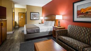 A bed or beds in a room at Best Western Plus At Lake Powell