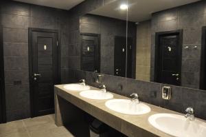 A bathroom at Full House Hotel & Capsule Hostel, Rivne