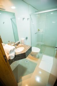 A bathroom at Sense Hotel Premium