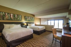 A bed or beds in a room at Horseshoe Resort