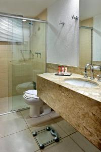 A bathroom at Sia Park Executive Hotel