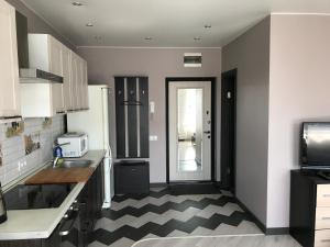 Кухня или мини-кухня в Студия на Колпакова 41