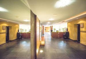 The lobby or reception area at Hotel Vier Jahreszeiten