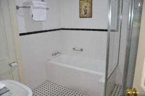 A bathroom at Leura House