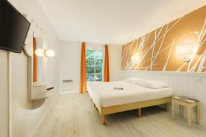A bed or beds in a room at Center Parcs Le Lac d'Ailette