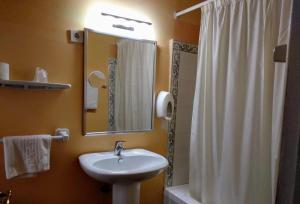 A bathroom at Hotel Pedro Torres