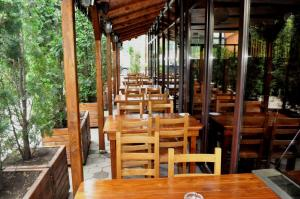 A restaurant or other place to eat at Hotel Andrei