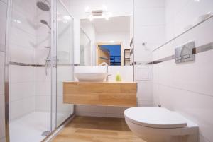A bathroom at Franciszek przy Parku Szwedzkim
