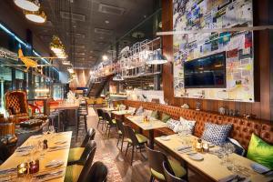 En restaurang eller annat matställe på Radisson Blu Riverside Hotel