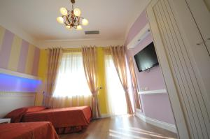 A television and/or entertainment center at Hotel Vila Kerciku