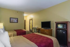 A bed or beds in a room at Econo Lodge Darien