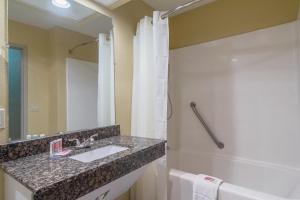 A bathroom at Econo Lodge Darien
