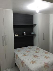 A bed or beds in a room at Prédio beira mar