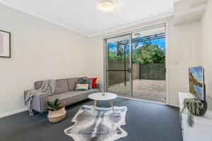 A seating area at North Sydney AREA 2BED APT Killara Station