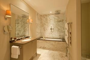 A bathroom at Coworth Park - Dorchester Collection