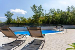 The swimming pool at or close to Villa Neda