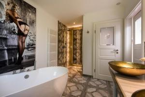A bathroom at Hotel Linther Hof