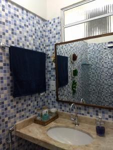 A bathroom at Quarto em Apartamento Sétubal