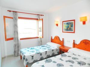 A bed or beds in a room at Apartaments Marina Sol i Pins