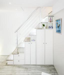 A kitchen or kitchenette at Alpha loft 1BR apartment in center
