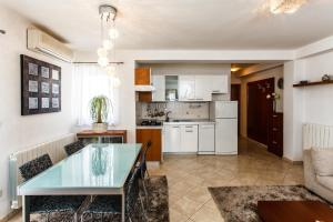 Kuhinja ili čajna kuhinja u objektu Apartments & Rooms Milcetic