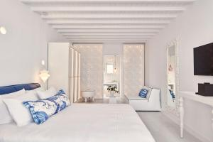 A bed or beds in a room at Katikies Mykonos - The Leading Hotels of the World