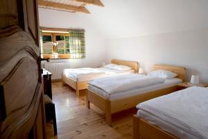 Łóżko lub łóżka w pokoju w obiekcie Pensjonat Karczmisko