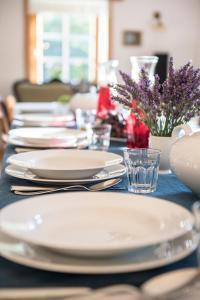 Restauracja lub miejsce do jedzenia w obiekcie Pensjonat Karczmisko