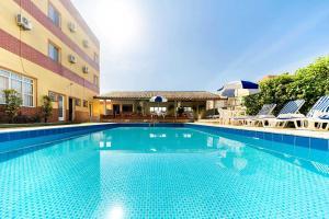 A piscina localizada em Itapetinga Hotel ou nos arredores