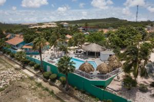 Een luchtfoto van Bon Bini Seaside Resort Curacao