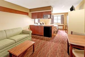 A seating area at Microtel Inn & Suites by Wyndham Norcross