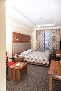 Кровать или кровати в номере Гранд отель Евразия